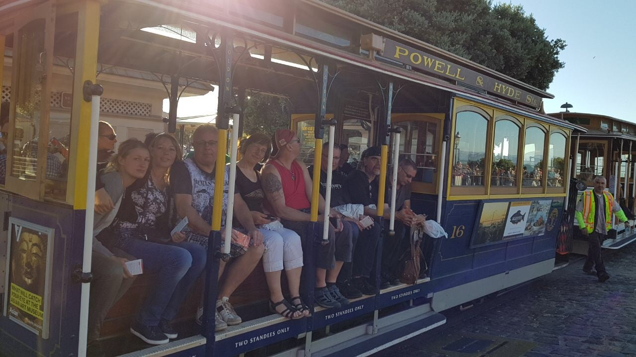 Truppe am Cable Car